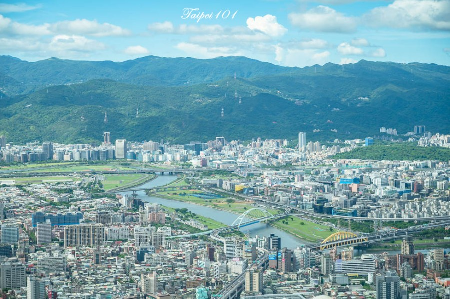 |台北景點|101觀景台,搭乘星空電梯登上89樓觀景台,眺望整個台北地區景色