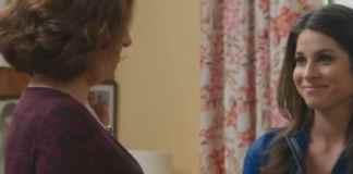 Chandelly Braz interpretando Carmela em 'Haja Coração' (Globo)