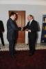 Traian Basescu il decoreaza pe seful SRI