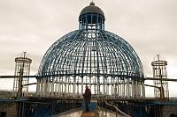 Un barbat construieste singur o catedrala impresionanta