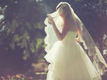 O noua moda la nunti: o femeie s-a casatorit cu ea insasi!