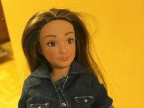 """O Barbie """"normala"""" ar avea celulita, vergeturi, cosuri si pistrui"""