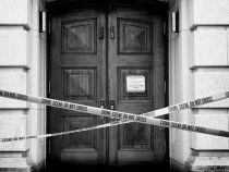 Cadou de casa noua: un cadavru in descompunere