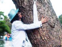 Casatorie inedita a unui barbat cu… un copac