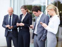 Utilizarea prelungita a telefoanelor mobile poate afecta coloana vertebrala