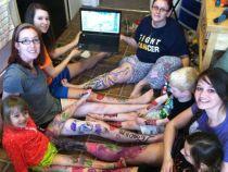 O tanara a organizat o petrecere de adio pentru piciorul sau, inainte de a-i fi amputat