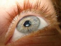 Ochiul unei femei a explodat in timpul unei ore de conducere
