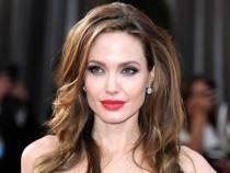 Speriata de cancer, actrita Angelina Jolie a suferit o operatie de indepartare a ovarelor