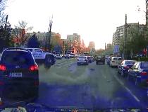 Video: Un sofer cu Hyundai Santa Fe rastoarna un Hummer de la BGS