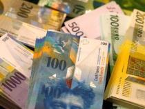 Craciun Fericit pentru un baiat care a gasit 1000 de franci elvetieni