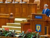 """Primul-ministru Dacian Cioloș a participat la """"Ora premierului"""" în Parlament"""
