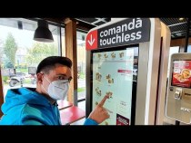 Prima comandă TOUCHLESS la KFC