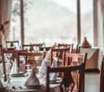 De luni se redeschid restaurantele la interior, teatrele si cinematografele in Bucuresți