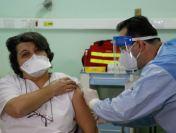 """Speranță în spitale. Dr. Teodora Moisil, vaccinată la Timișoara:""""Credem în vaccin și știm că numai așa putem salva omenirea de pandemie"""""""