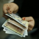 Studiu: Românii preferă în continuare să achite numerar cumpărăturile | AUDIO