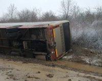 Accident în Caraș-Severin. Un autocar s-a răsturnat