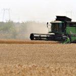 Zeci de agricultori din Constanța au protestat în fața Prefecturii | AUDIO