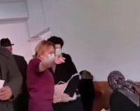 Bacău: Personalul medical de la Spitalul Județean îi scoate afară, la -7 grade, pe cei care așteptau pe holuri | VIDEO