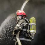 Bihor: Depozit de deșeuri reciclabile din Salonta, cuprins de un incendiu de proporții | AUDIO