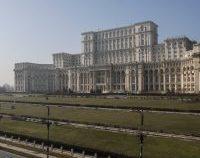 Primul centru de vaccinare anti-COVID drive-thru din București, deschis de joi în parcarea din Piaţa Constituţiei