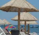 Zeci de patroni din Mamaia dau Apele Române în judecată pentru că nu primesc plajele la timp | AUDIO
