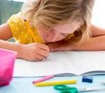 Importanţa educaţiei timpurie: Părinţii preferă îngrijirea copiilor sub 3 ani în familie