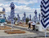 Reguli de respectat pe litoral: Cel puțin 2 metri între șezlonguri, vânzarea produselor ambalate în zona barurilor