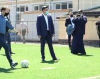 Florin Cîțu și-a făcut timp pentru fotbal în curtea Liceului Teologic din Satu Mare   VIDEO