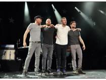 Rock Sessions: Coldplay a construit una dintre cele mai puternice melodii în care diferențele de limbă și culoare se prăbușesc sub frumusețea muzicii