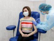 Maia Sandu, președintele Republicii Moldova, s-a vaccinat cu ser de la AstraZeneca | VIDEO