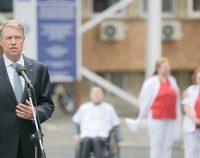 Klaus Iohannis, prima apariție publică fără mască. Șeful statului le-a mulțumit medicilor din prima linie | AUDIO