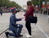 Un militar francez și-a cerut în căsătorie logodnica înainte să defileze la parada de Ziua Națională