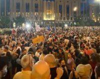 Tbilisi: Protest față de violenţele la adresa comunităţii LGBT+   VIDEO