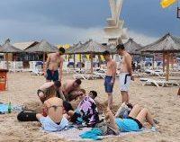 Un salvamar a fost jefuit pe plaja din Costinești în timp ce acorda primul ajutor | AUDIO