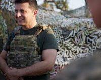 Președintele Ucrainei i-a inspectat pe cei 7 militari staționați pe Insula Șerpilor