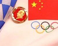 Comitetul Internațional Olimpic cere explicații Chinei după ce două sportive au purtat insigne cu Mao