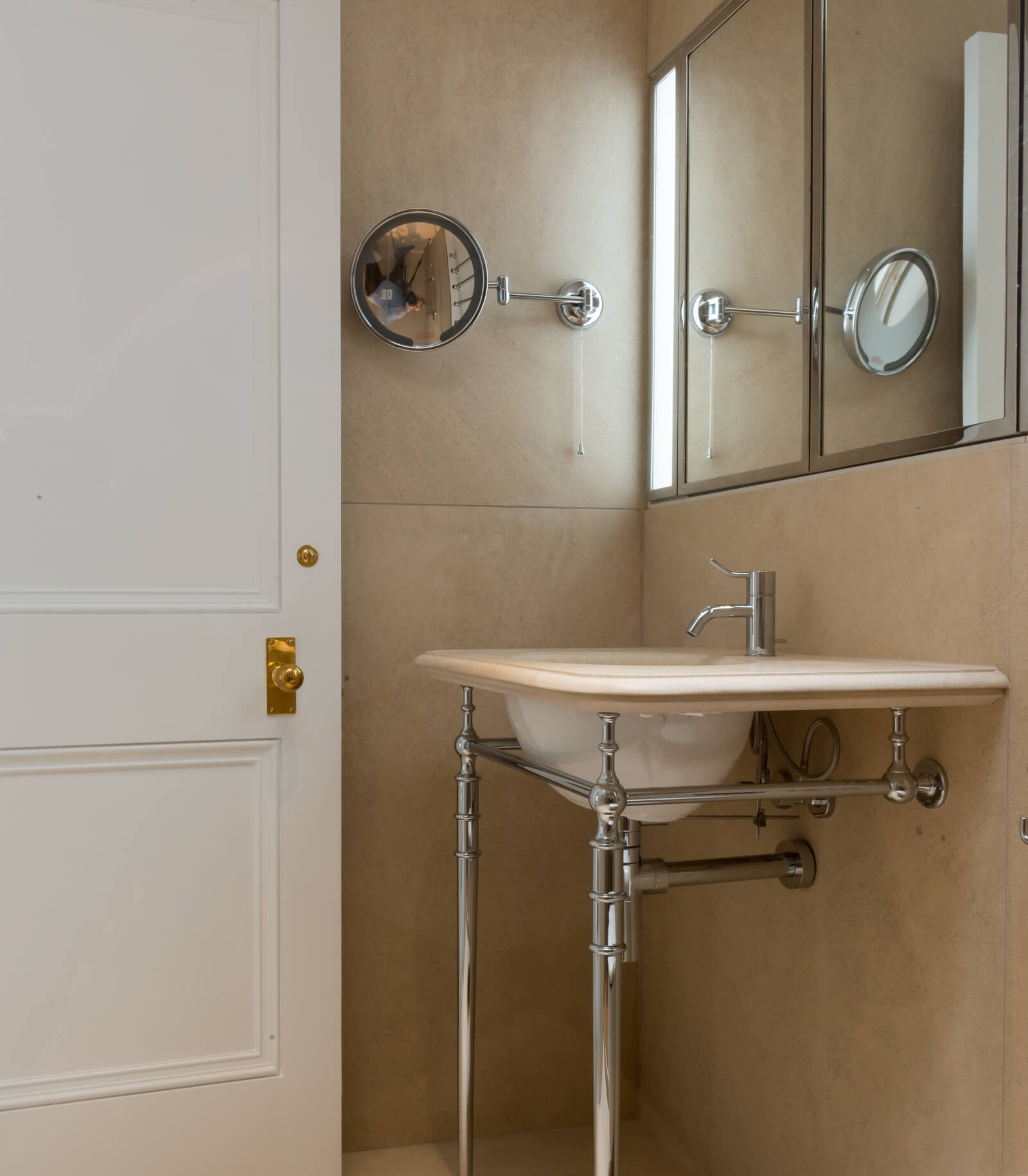 Lennox gardens bathroom door and ironmongery