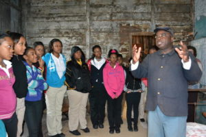 Joseph McGill (right) on a tour with a group of students. (The Slave Dwelling Project)
