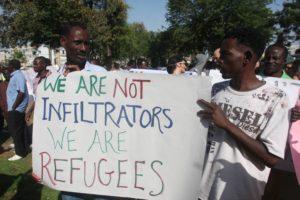 A large group of South Sudan refugees gather in Tel Aviv to Protest against the Israeli immigration policy, June 10, 2012. Photo by Roni Schutzer/FLASH90 *** Local Caption *** îäâøé òáåãä ôìéèéí äôâðä ùìèéí