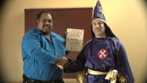 Daryl Davis shakes hand with Ku Klux Klan leader. Image courtesy of First Run Features.
