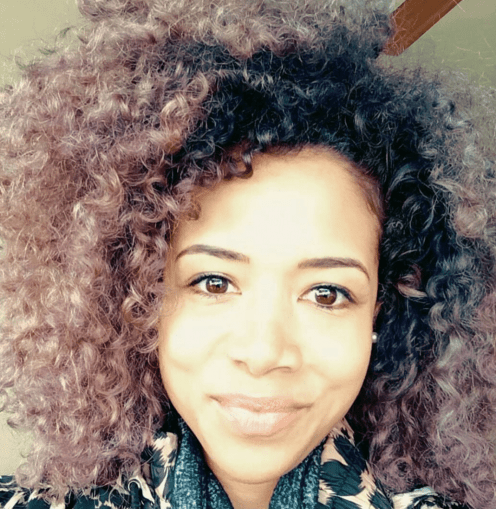 Kelis Rogers is simply stunning in this soft, curly look.