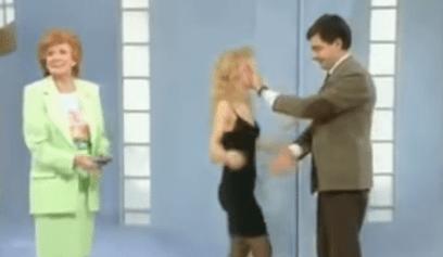 Mr. Bean skit, Mr. Bean puts hand in face