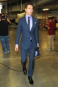 Steve Nash stylin' his way into the arena. (don't try to hide that man-bag Steve, we see it!)