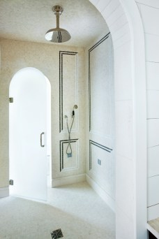 14) A shower designed by Summerour & Associates Architects is the ultimate in bathing luxury.