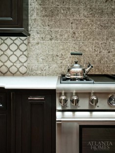 A different pattern of the natural quartz surface was used as a backsplash above the range.
