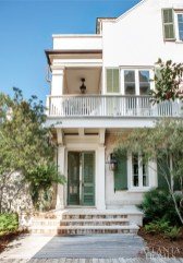 The home's Charleston Single House-style facade complements its Rosemary Beach, Florida, surroundings.