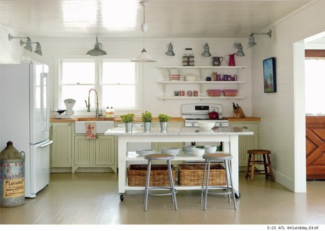 5) In a Rabun County lakeside getaway, Craig Kettles created a cottage-style kitchen.