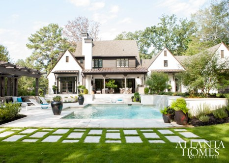Architect Greg Busch and builder Mike Hammersmith were responsible for the design-build of this fresh abode; Watford enlisted landscape designer Brian James Davis to create a lush backyard ideal for entertaining.