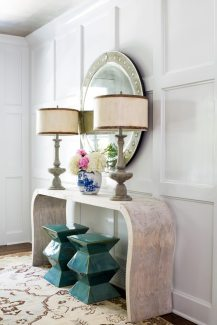 For a sophisticated first impression, Godwin chose a large-scale Venetian mirror from A. Tyner Antiques and an Oushak rug purchased at a sidewalk sale at Keivan Woven Arts.