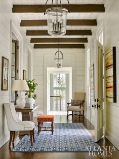 Creating an inviting atmosphere was top of mind for Dixon when designing the entryway